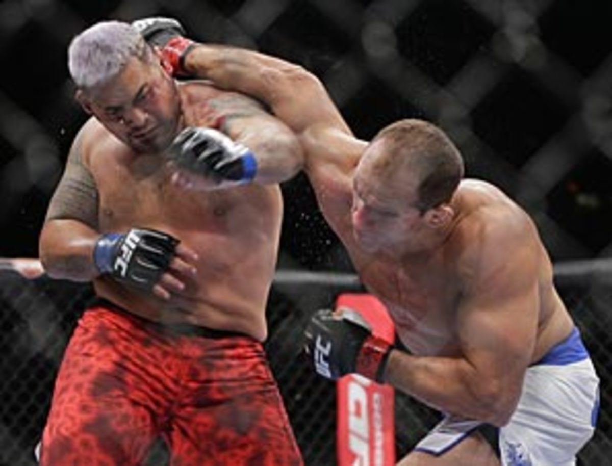 """Cain Velasquez (12-1) made the first successful defense of his UFC heavyweight title, stopping Antonio """"Bigfoot"""" Silva in just 1:21."""