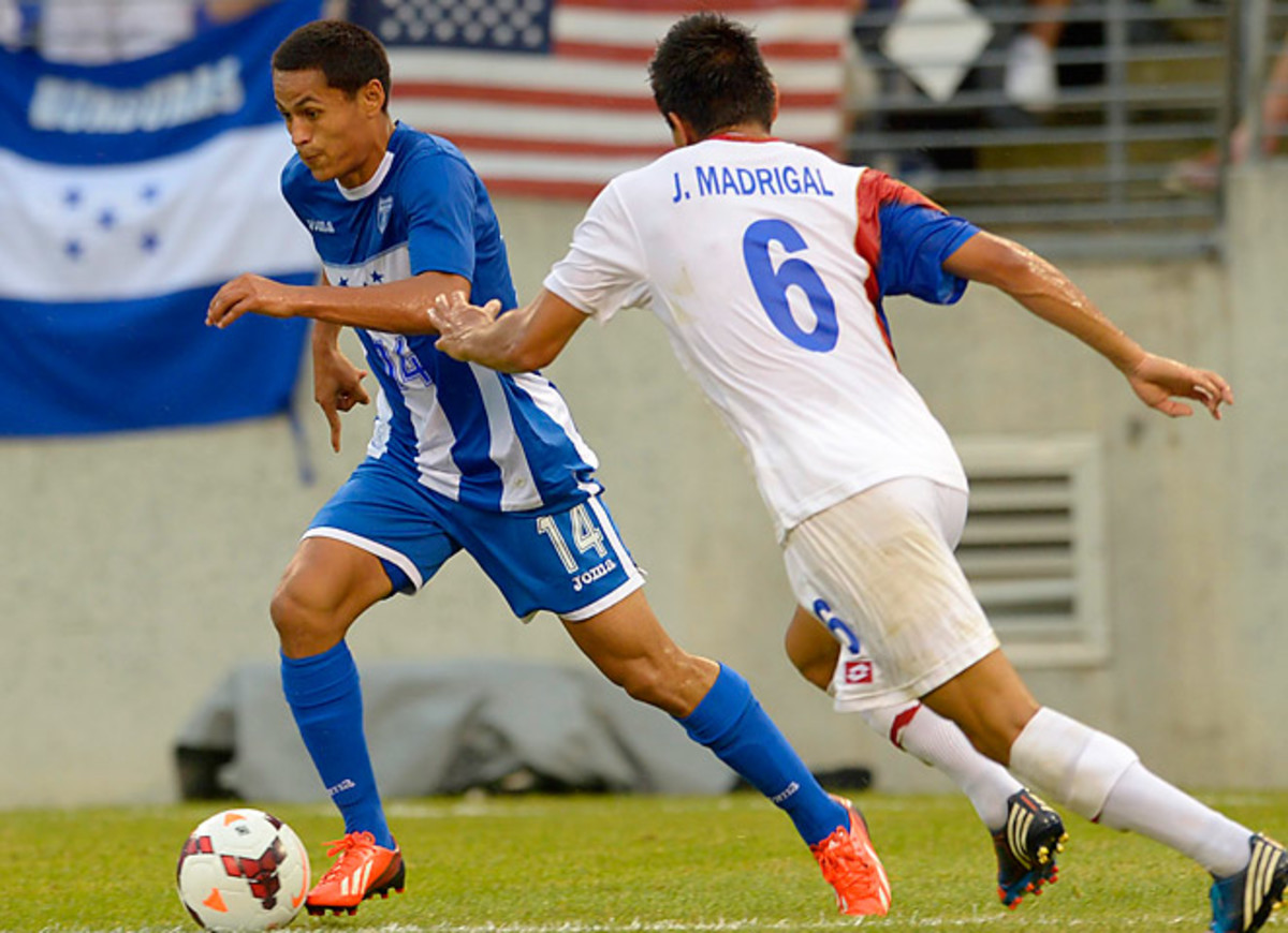 Andy Najar (L) scored in the 49th minute to send Honduras to the semis, where they'll face the U.S.