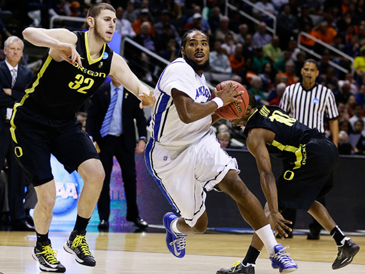 Jordair Jett's experience could help contribute to a surprise St. Louis run come March. (Ezra Shaw/Getty Images)