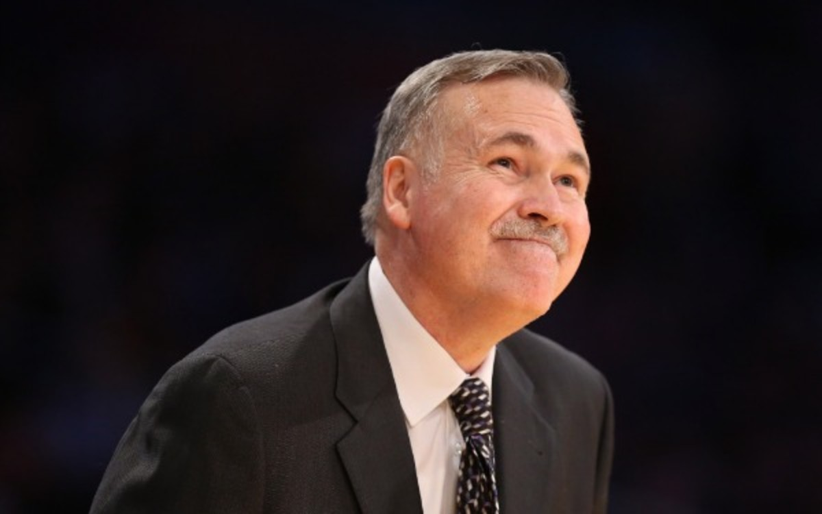 Mike D'Antoni doesn't expect the Lakers to average 115 points a game this season. (Stephen Dunn/Getty Images)