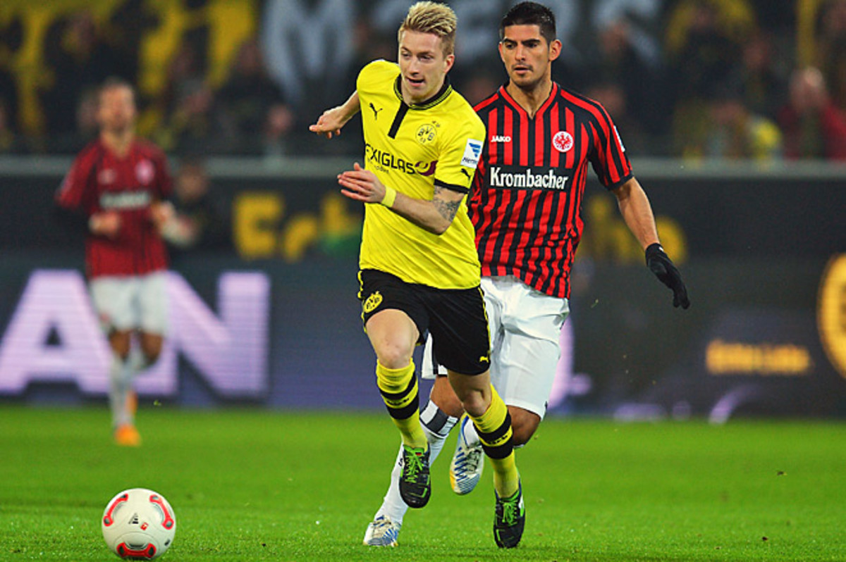 Marco Reus (front) scored twice in two minutes as Borussia Dortmund remained second in the Bundesliga.