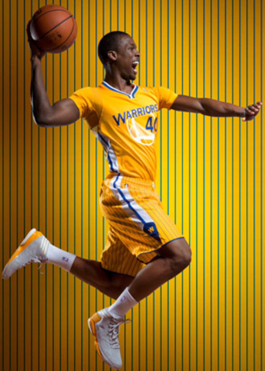 Harrison Barnes wears a sleeved Warriors jersey (San Jose Mercury News)