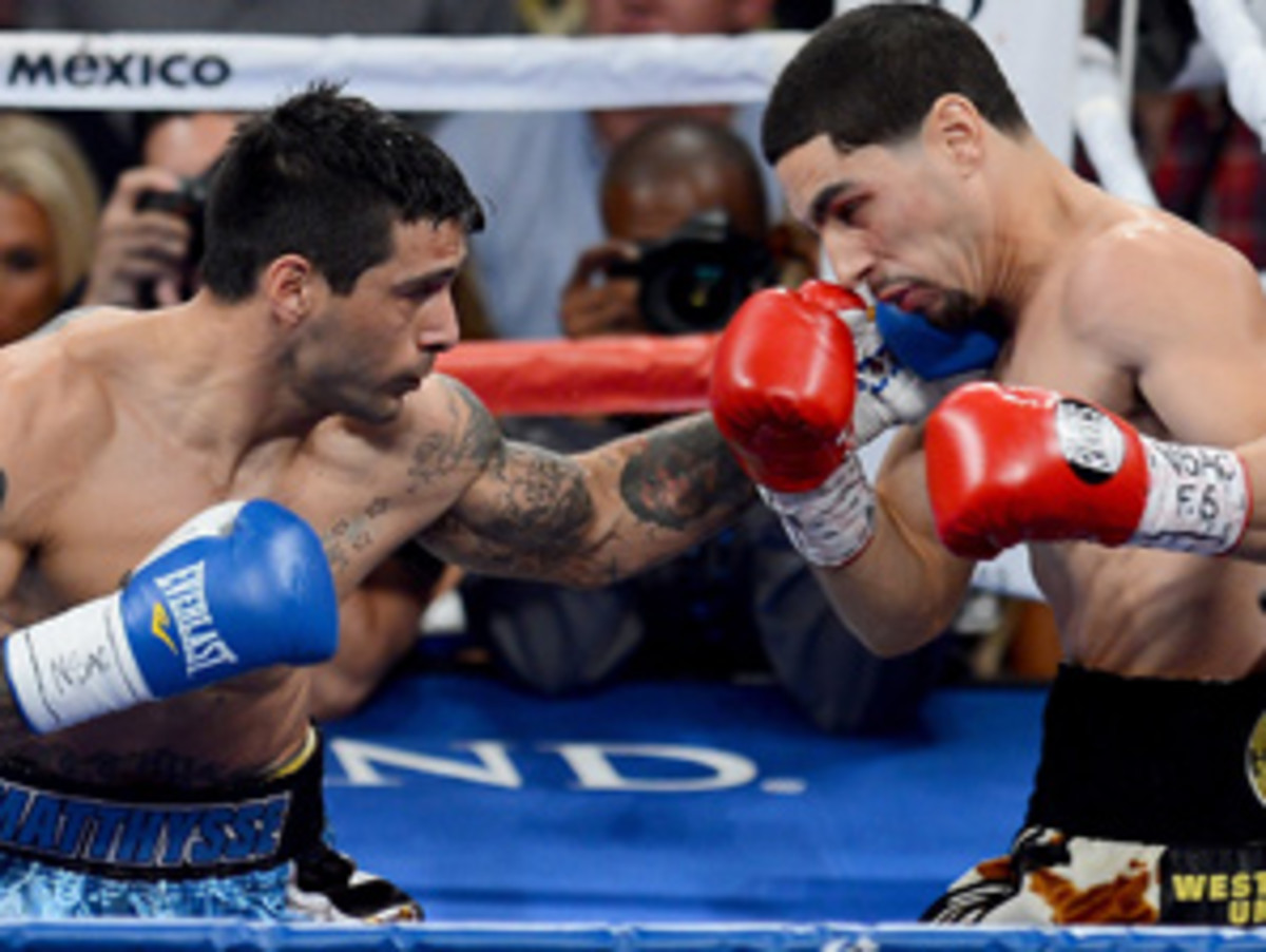 Danny Garcia (right) held off Lucas Matthysse to keep his super lightweight belt.