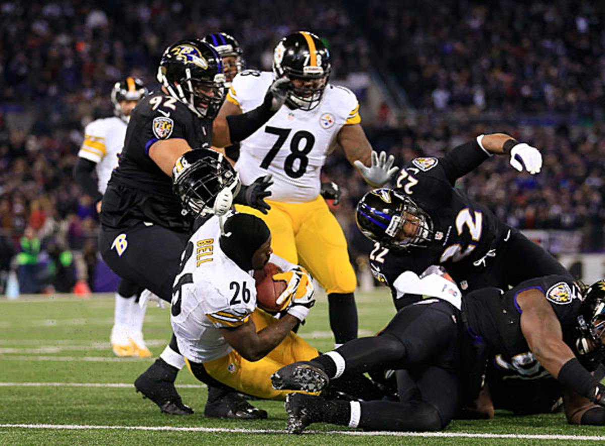 Le'Veon Bell (26) loses his helmet while scoring, thus nullifying his late-game score. (Getty Images)
