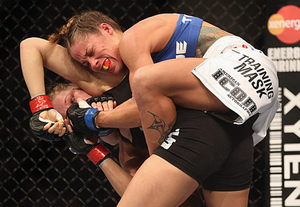 Early in the fight, Liz Carmouche had Rousey in trouble, nearly landing a rear naked choke.