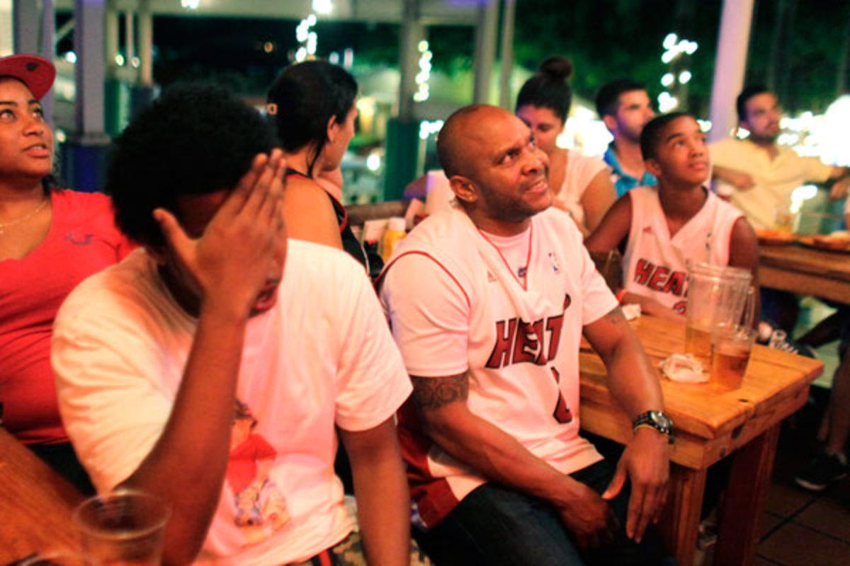 Miami Heat fans :: AP