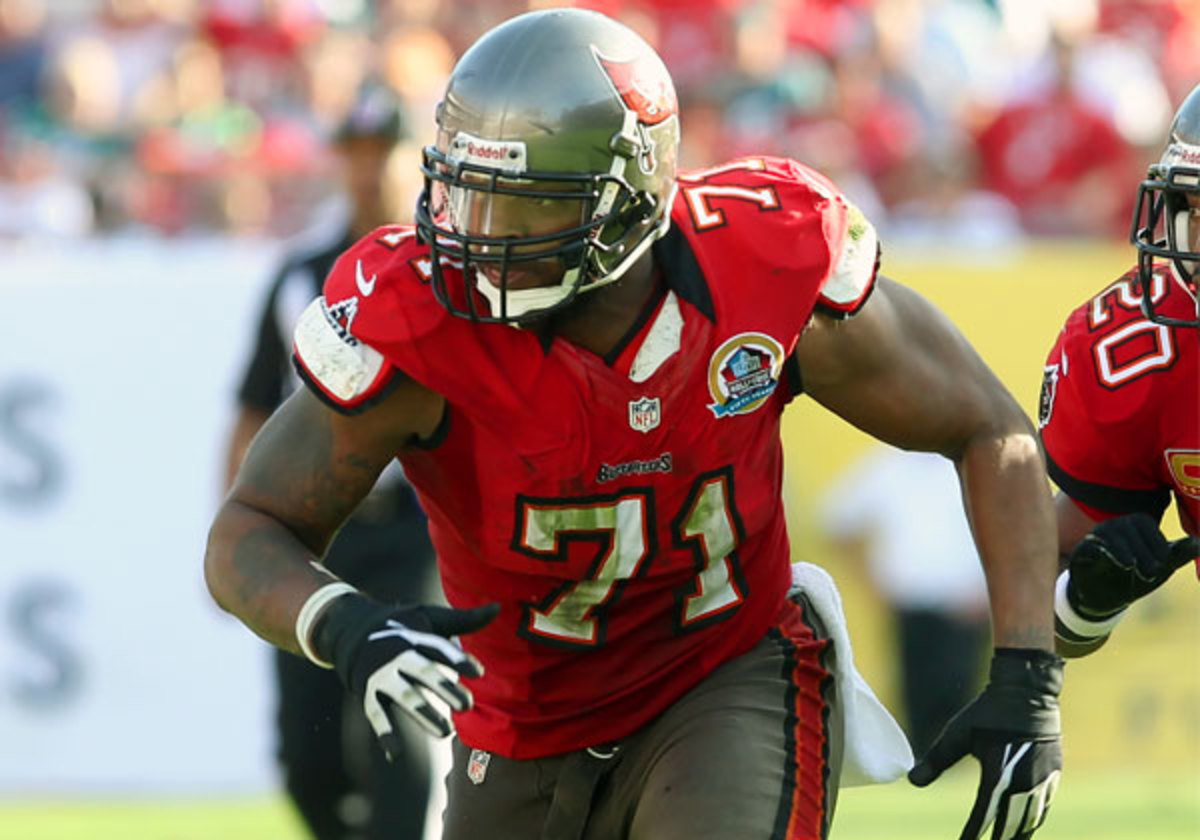 Michael Bennett had 9.0 sacks with the Buccaneers in 2012. (Cliff Welch/Icon SMI)