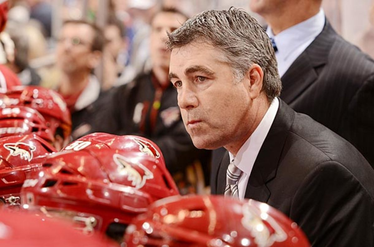 Coach Dave Tippett signed an extension with the Phoenix Coyotes.