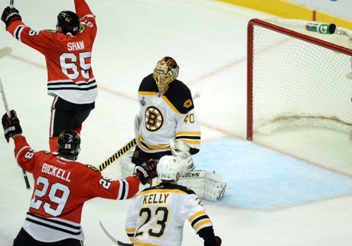 Bruins lose Game 1 to Blackhawks 4-3 in triple overtime