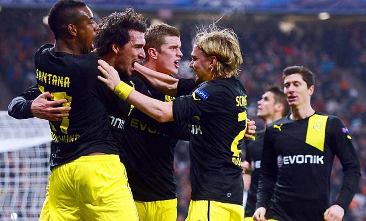 Borussia Dortmund celebrates Mats Hummels' 87th-minute goal at Shakhtar Donetsk.