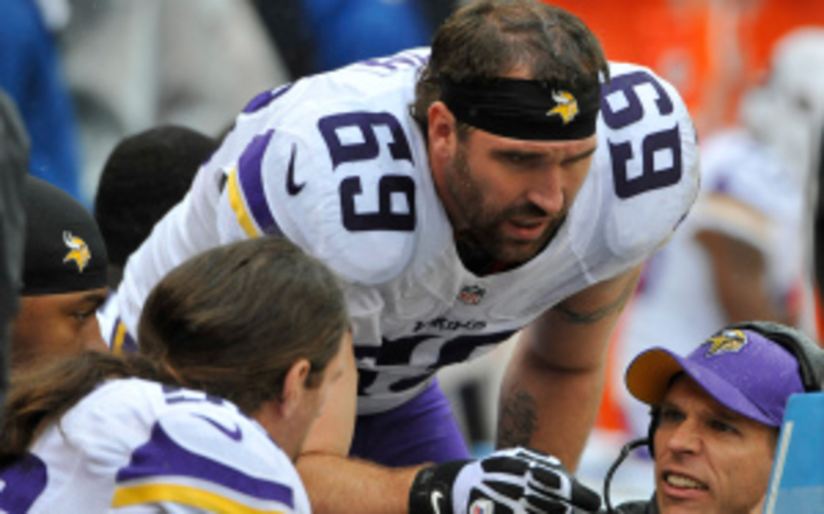 The Vikings are reportedly working to possibly move Pro Bowl defensive end Jared Allen before Tuesday's trade deadline. (David Banks/Getty Images)