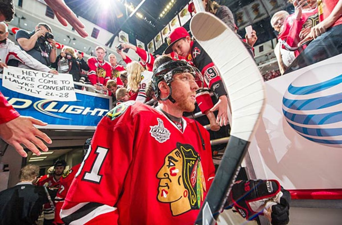 Marian Hossa is expected to play tonight. (Bruce Bennett/Getty Images)