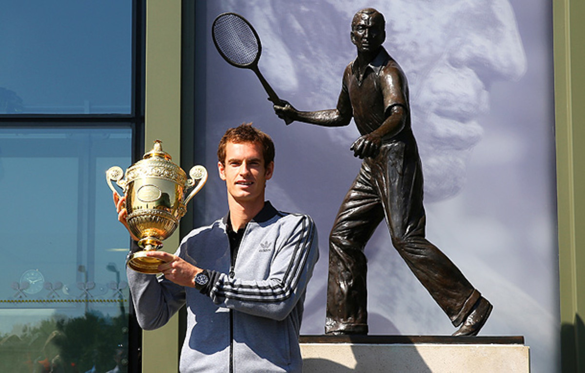 Andy Murray poses with the Wimbledon trophy by the statue of Fred Perry. (Julian Finney/Getty Images)