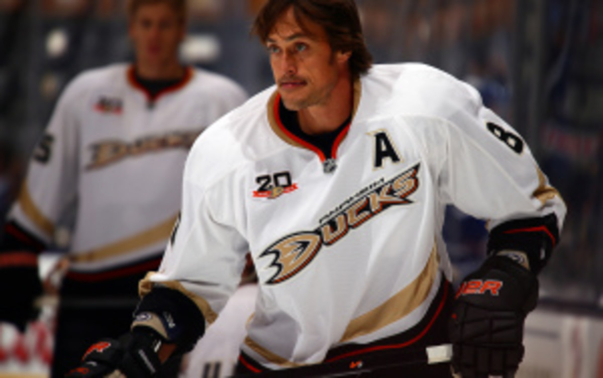 Ducks forward Teemu Selanne will undergo surgery on Wednesday to repair a wound to his upper mouth suffered in Tuesdays win against the Flyers. (Abelimages/Getty Images)