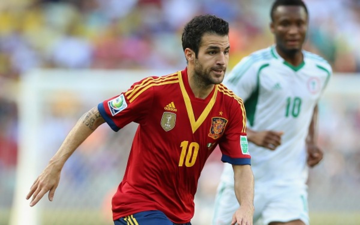 Manchester United is looking to a pay a record transfer fee for Cesc Fabregas (Jasper Juinen/Getty Images)