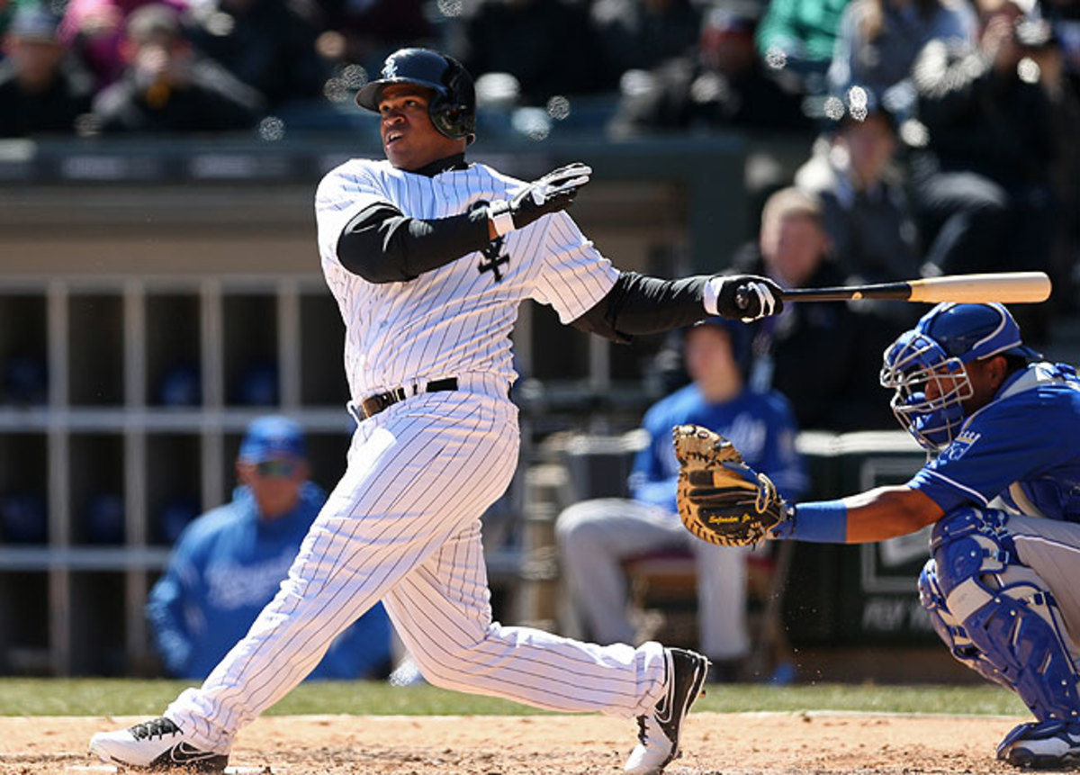 Outfielder Dayan Viciedo sustained an oblique injury against the Blue Jays in Toronto on Thursday.