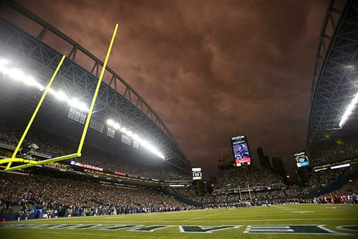 """Crowd noise was one thing in Seattle, but at least NBC's Michele Tafoya didn't sing """"Stormy Weather."""""""