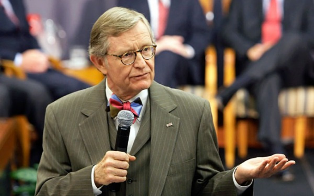 Trustees at Ohio State say that president Gordon Gee embarrassed the school because of insensitive comments. (/Getty Images)
