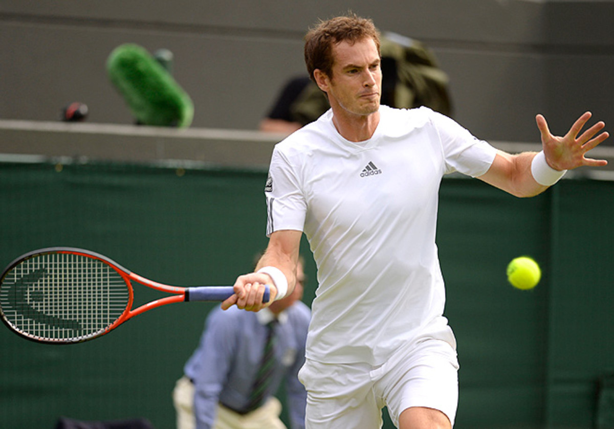In a day filled with drama at Wimbledon, Andy Murray cleanly won his second-round match.