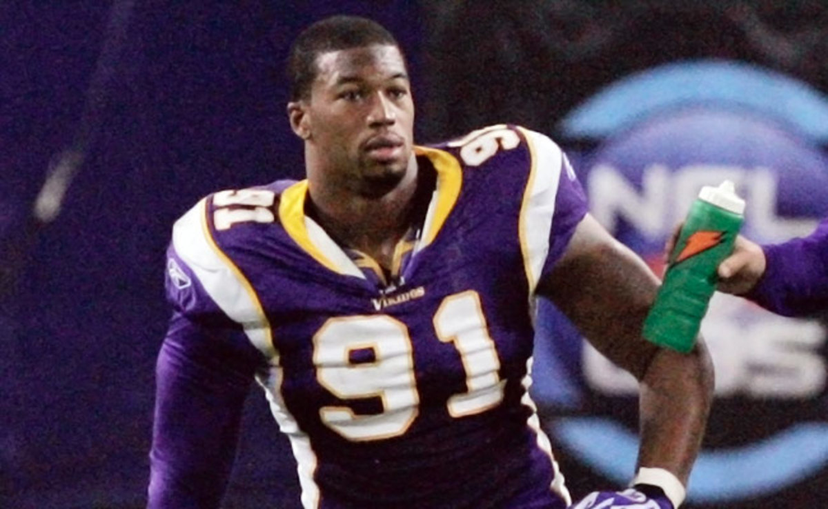 A former NFL defensive end, Ray Edwards has been a professional boxer since 2011.