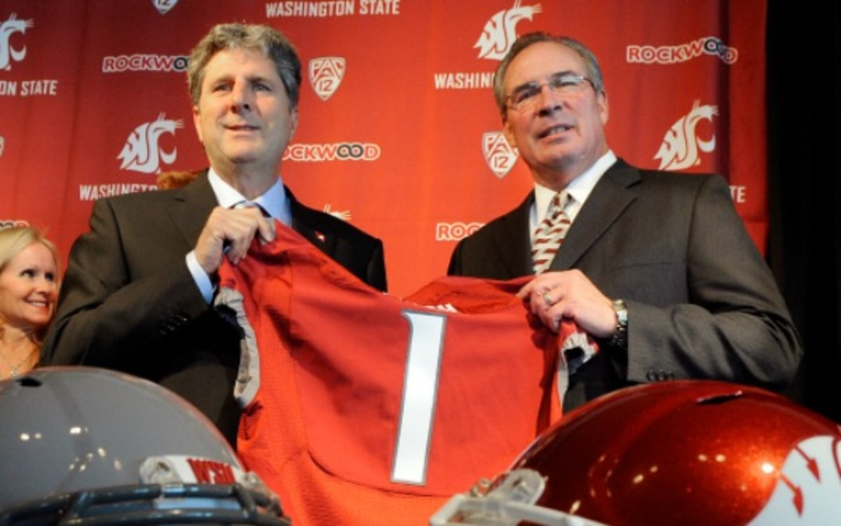 Some Washington State boosters were critical of Bill Moos' hiring of Mike Leach.  (AP)