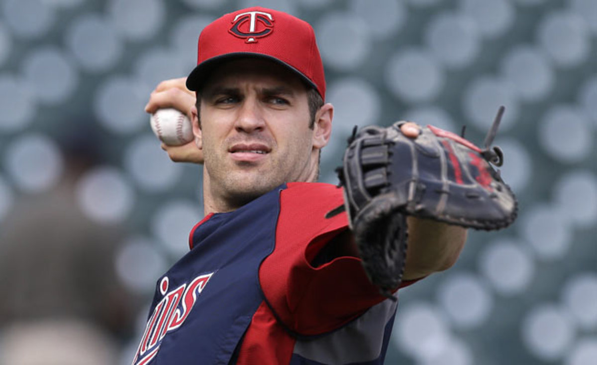 Joe Mauer was scratched from the Twins' lineup on Tuesday after experiencing dizziness.