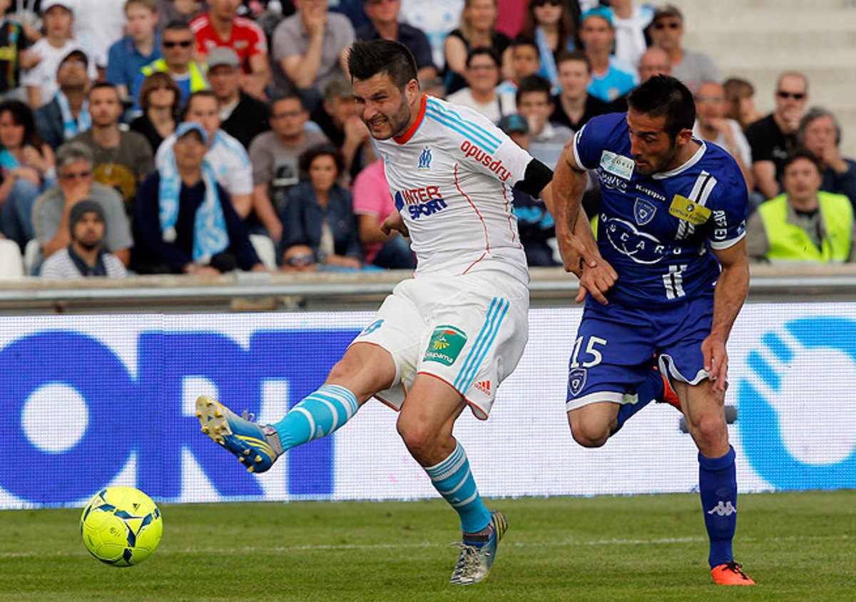 Andre-Pierre Gignac scored twice to keep Marseille in the Ligue 1 title chase.