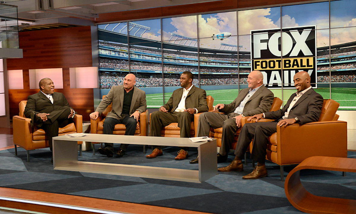 The FOX Football Daily crew (From L to R: Curt Menefee, Jay Glazer, Randy Moss, Brian Urlacher, Ronde Barber)