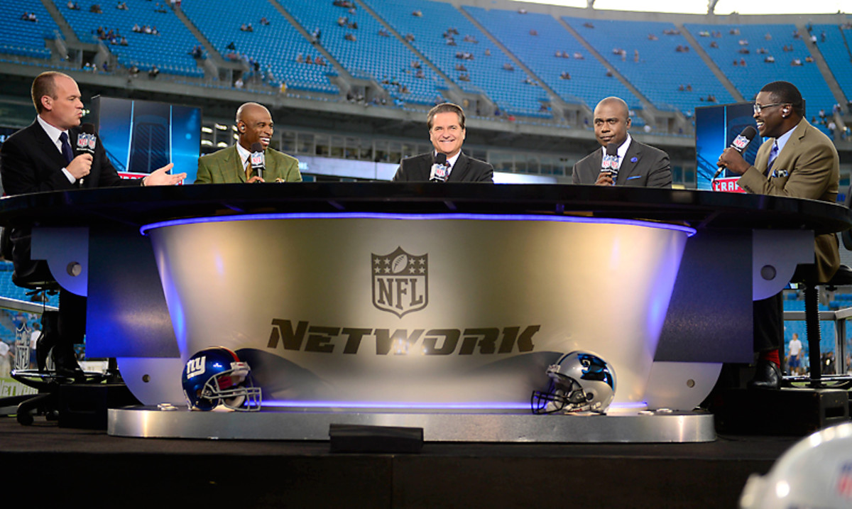 The NFL GameDay First crew (From L to R: Rich Eisen, Deion Sanders, Steve Mariucci, Marshall Faulk and Michael Irvin)