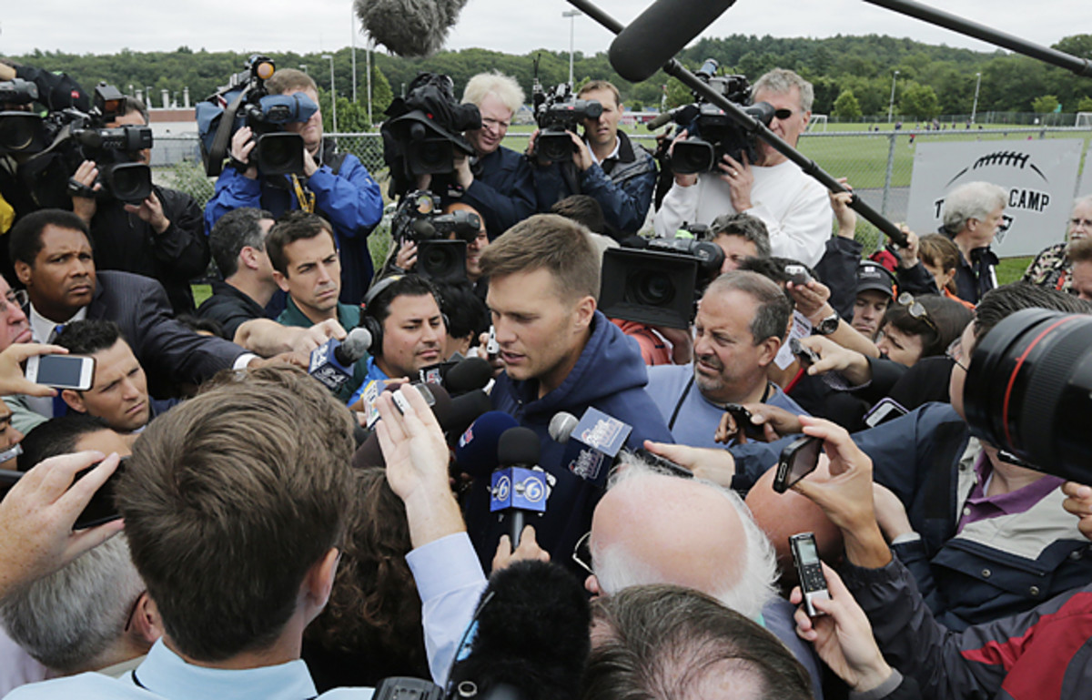 Tom Brady carefully addressed the Aaron Hernandez situation for 17 minutes with reporters.