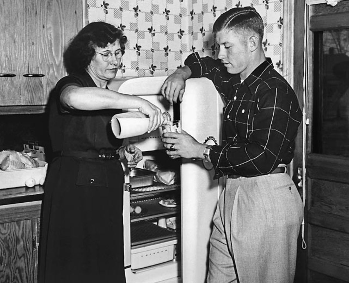Mickey Mantle with his mother, Lovell