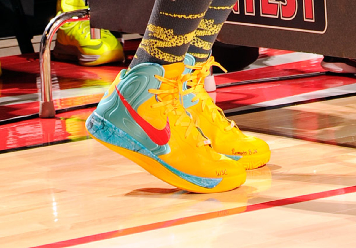 Stephen Curry wears Nikes during the three-point contest