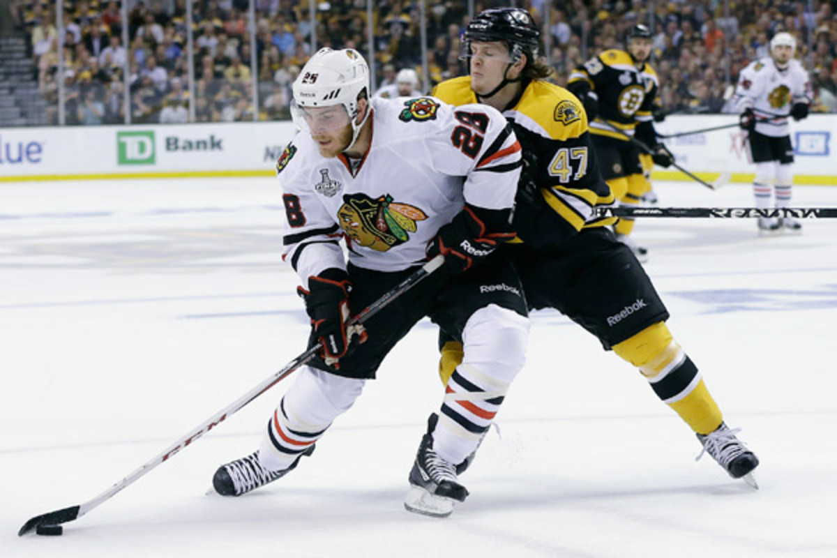Blackhawks fall 2-0 to Bruins in Game 3