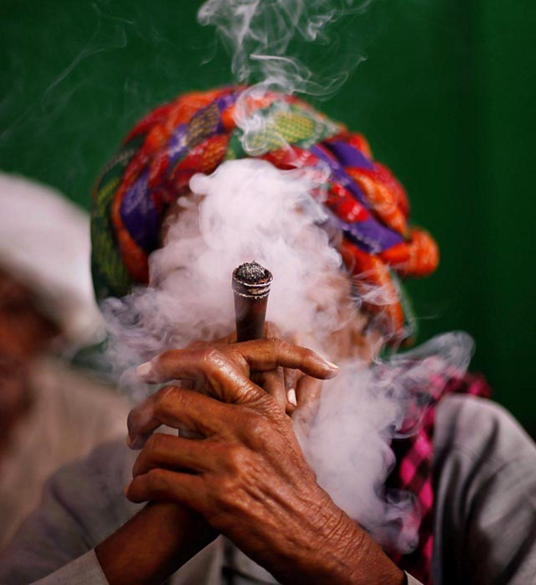 130823123506-indian-smoker-549-0-single-image-cut.jpg