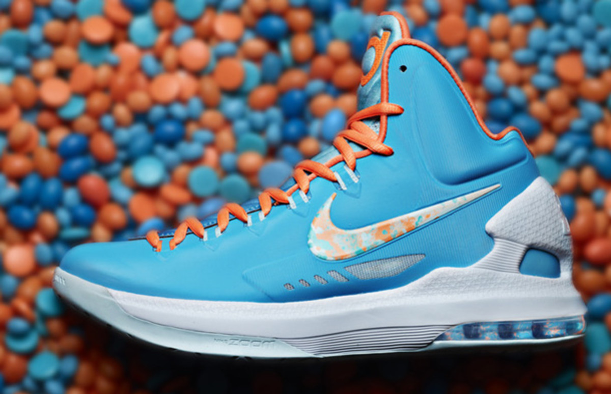 The Easter colorway for Kevin Durant's signature shoe (Nike).