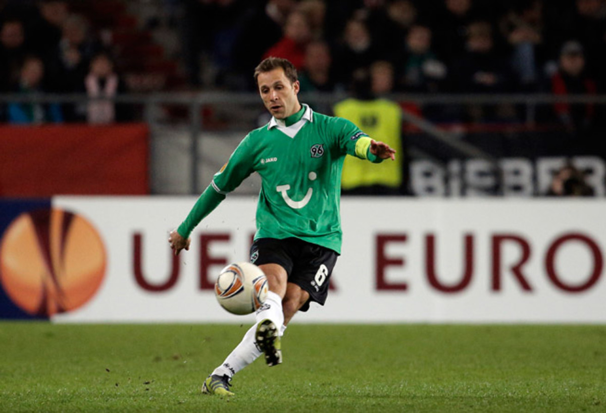 U.S. international Steve Cherundolo has a new manager on the club level, with Hannover hiring former Turkey international Tayfun Korkut Tuesday.