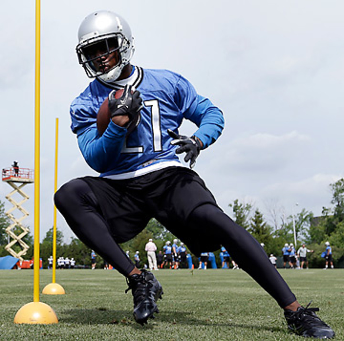 Reggie Bush has the skillset to diversify the Lions' offense and help them regain what they lost due to Jahvid Best's concussion problems. (Paul Sancya/AP)