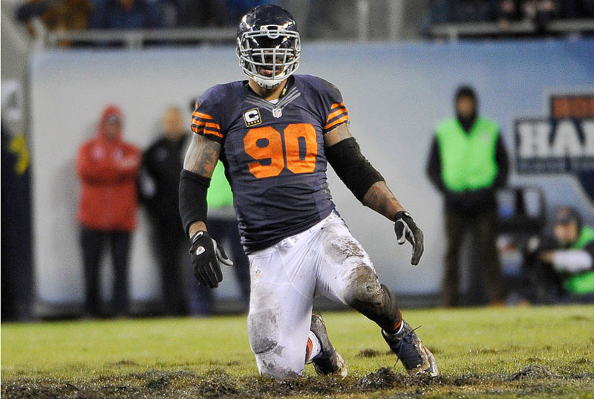 Julius Peppers and the Bears have a simple scenario Sunday: beat the Packers and go to the playoffs; lose and Chicago's season is over. (David Banks/Getty Images)