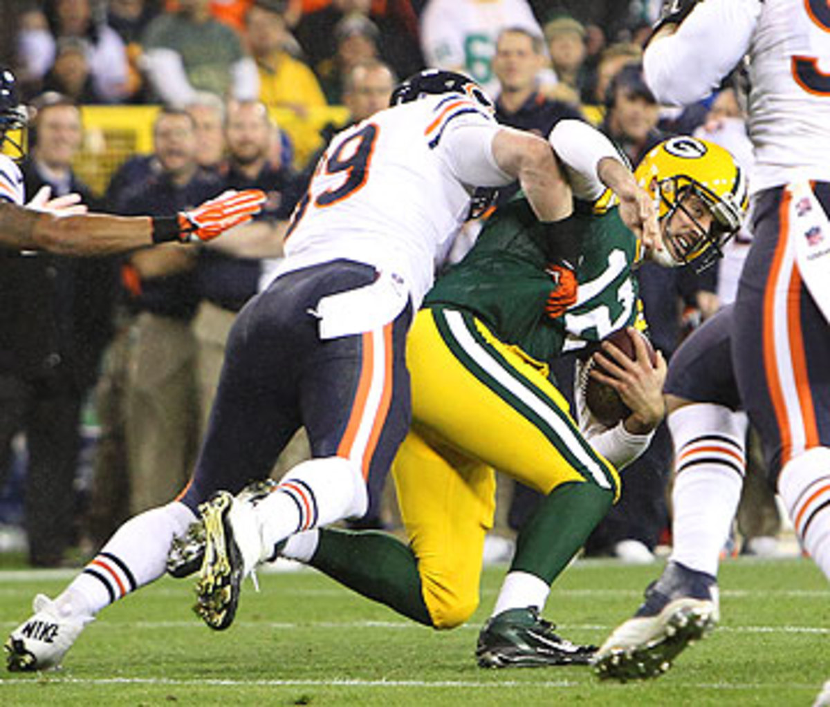Aaron Rodgers hasn't played in a game since breaking his collarbone against the Bears in Week 9. (Mike McGinnis/Getty Images)