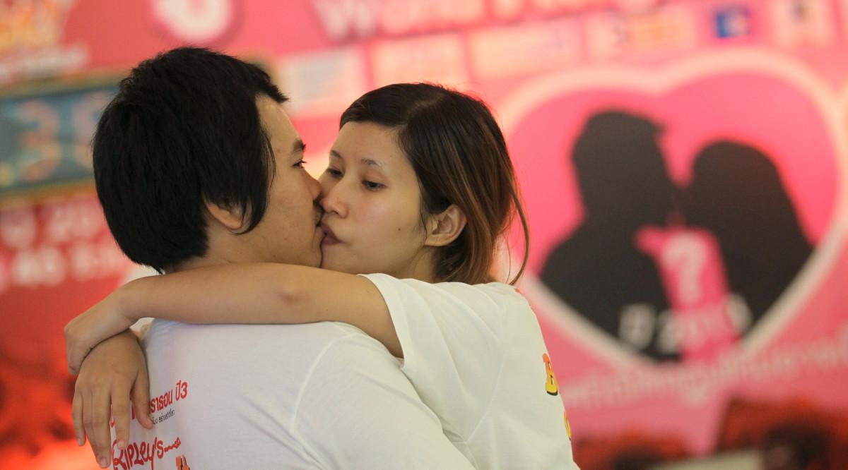 Thailand Longgest Kiss
