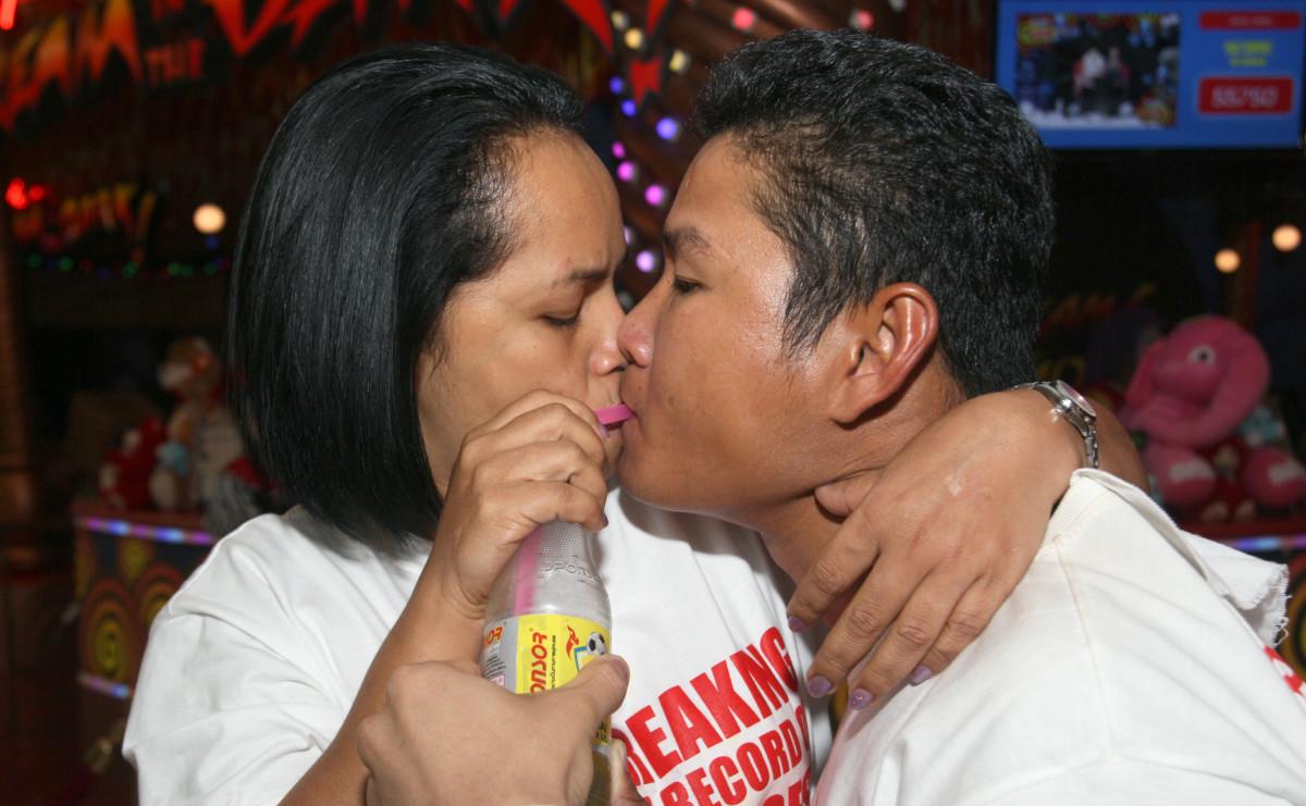 Thailand Longest kiss