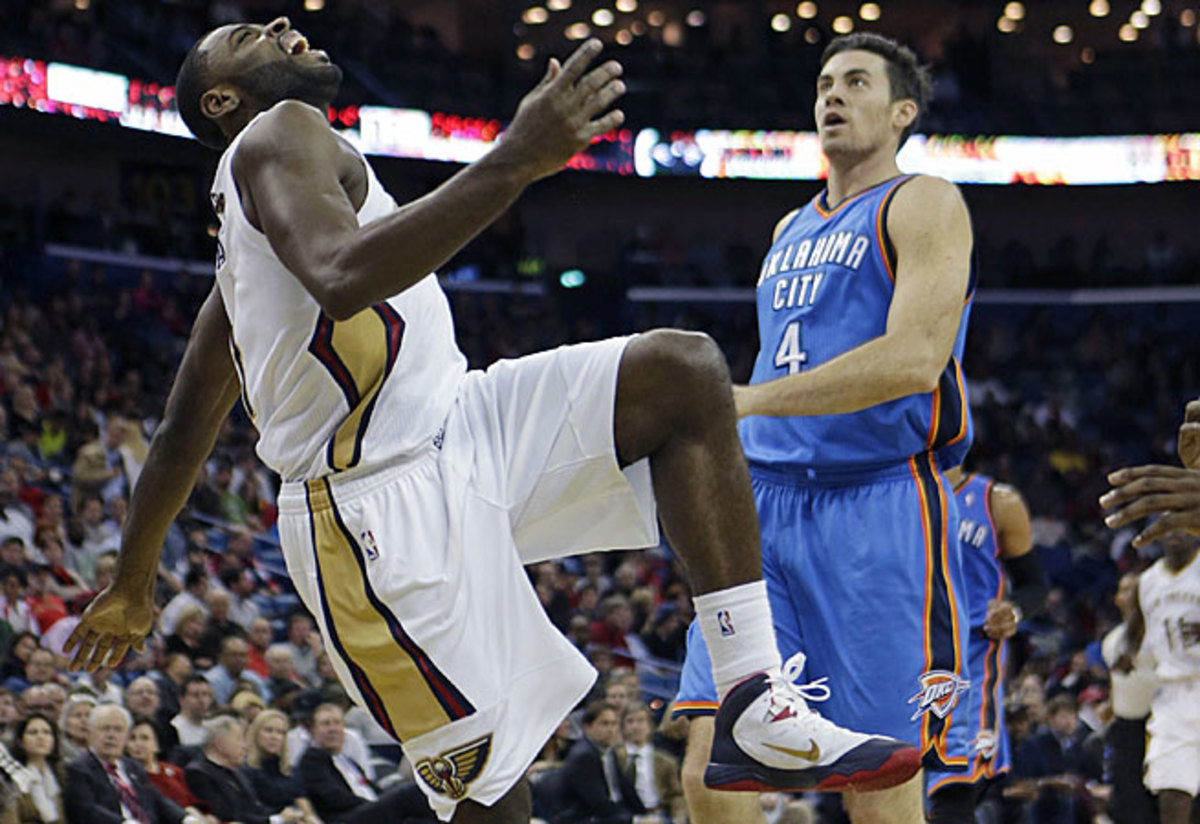 Tyreke Evans was forced to leave the Pelicans' loss to the Thunder early after rolling his ankle.