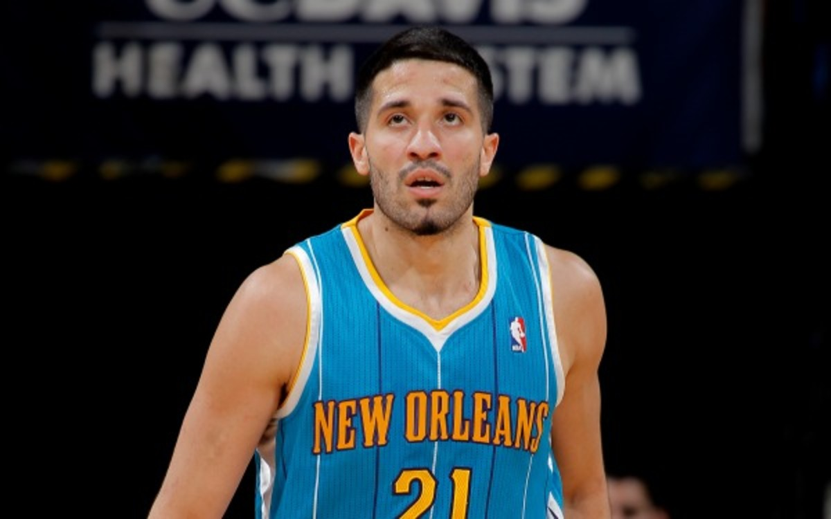 Pelicans guard Grevis Vazquez will have surgery on both ankles. (Rocky Widner/NBAE/Getty Images)