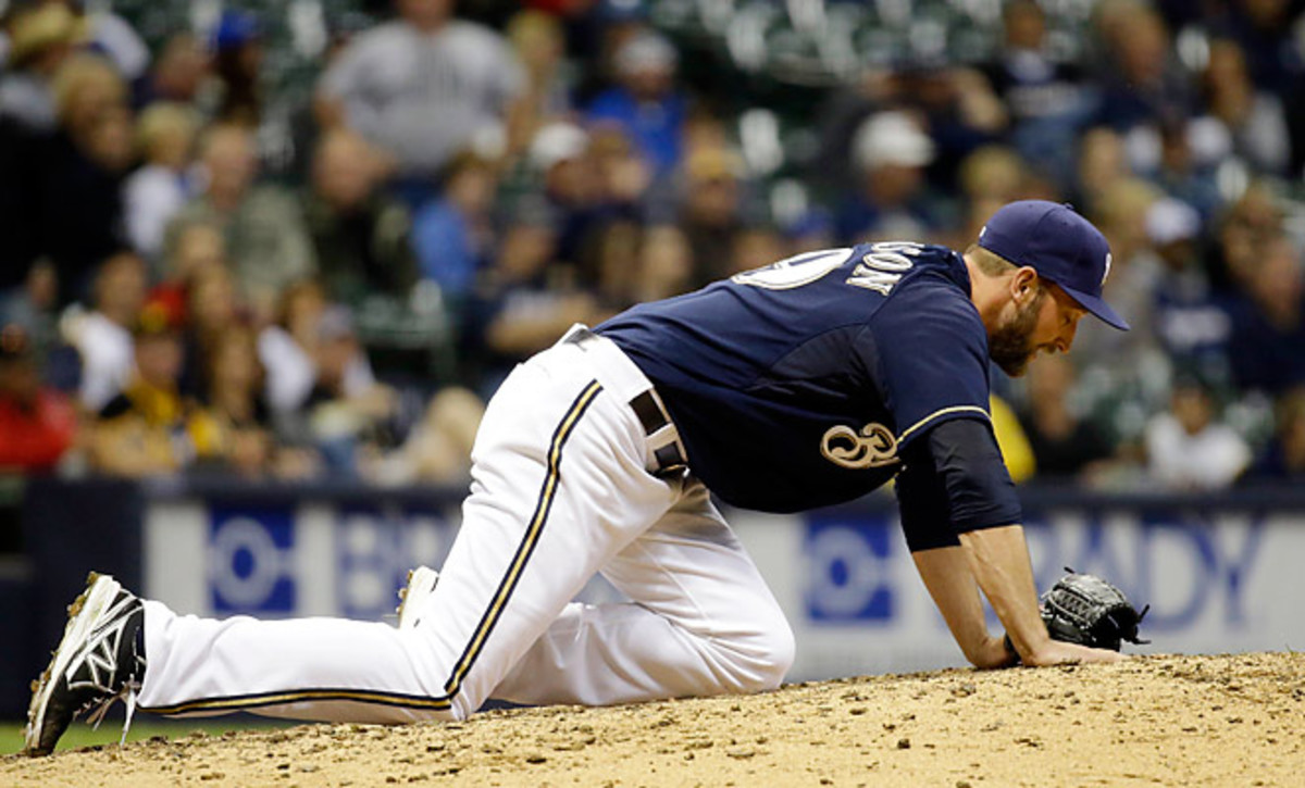 Jim Henderson injured his leg on Friday against the Pittsburgh Pirates.