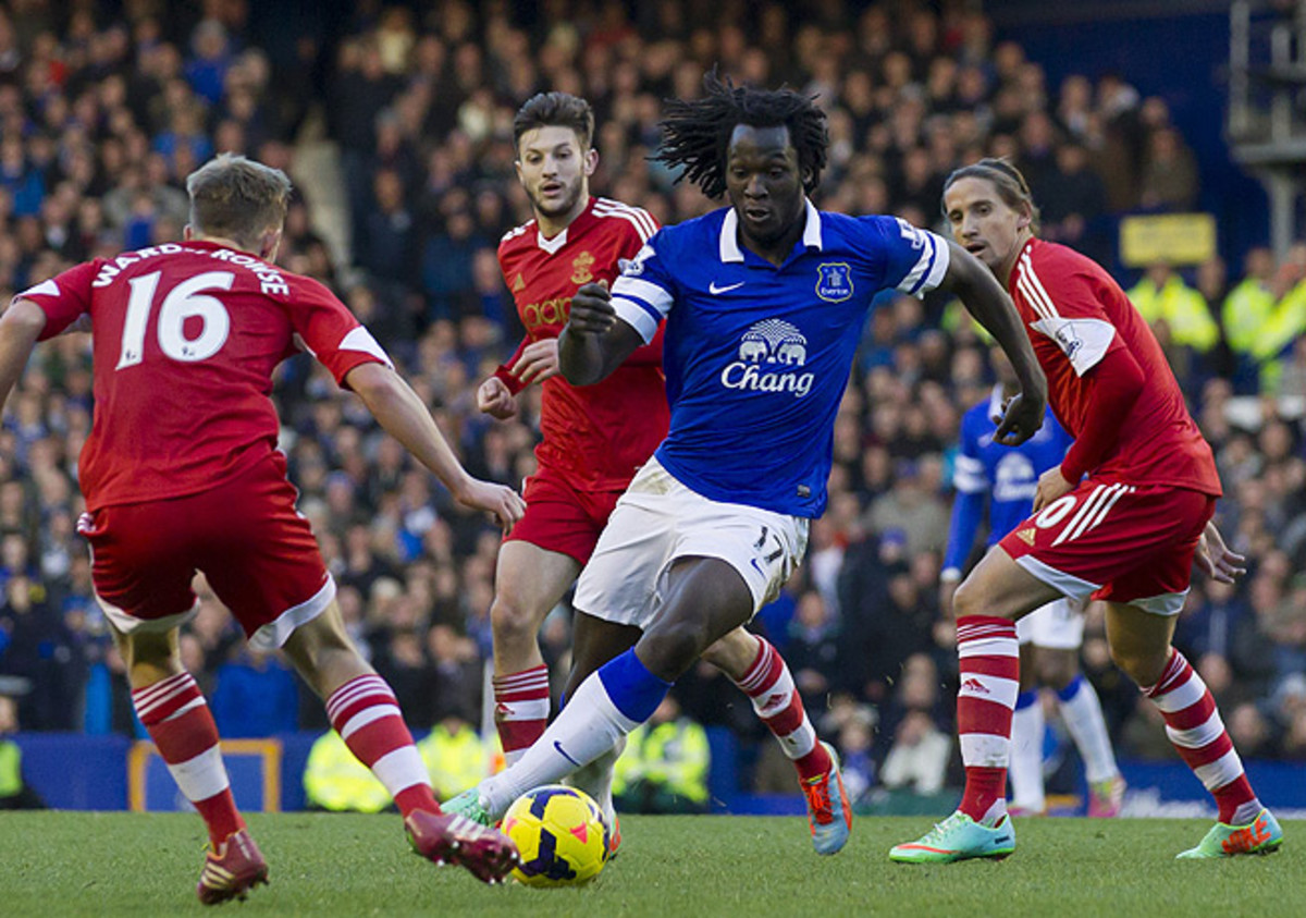 Romelu Lukaku (in blue) slotted home the deciding goal for Everton in the 74th minute.