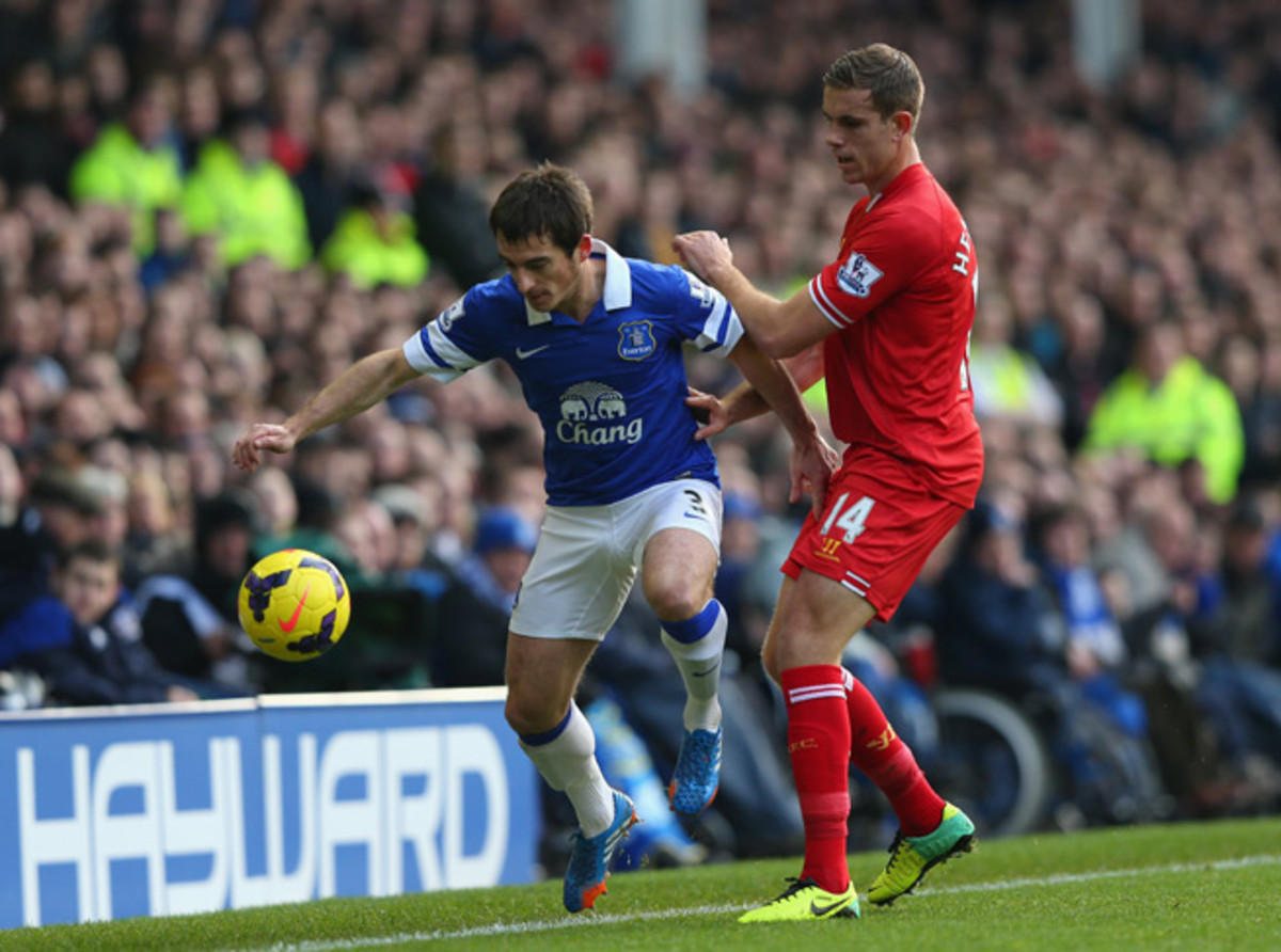 Everton's Leighton Baines, left, goes up against Liverpool's Jordan Henderson in Sunday's 3-3 draw. It was Henderson who stepped on Baines' foot and fractured his toe.