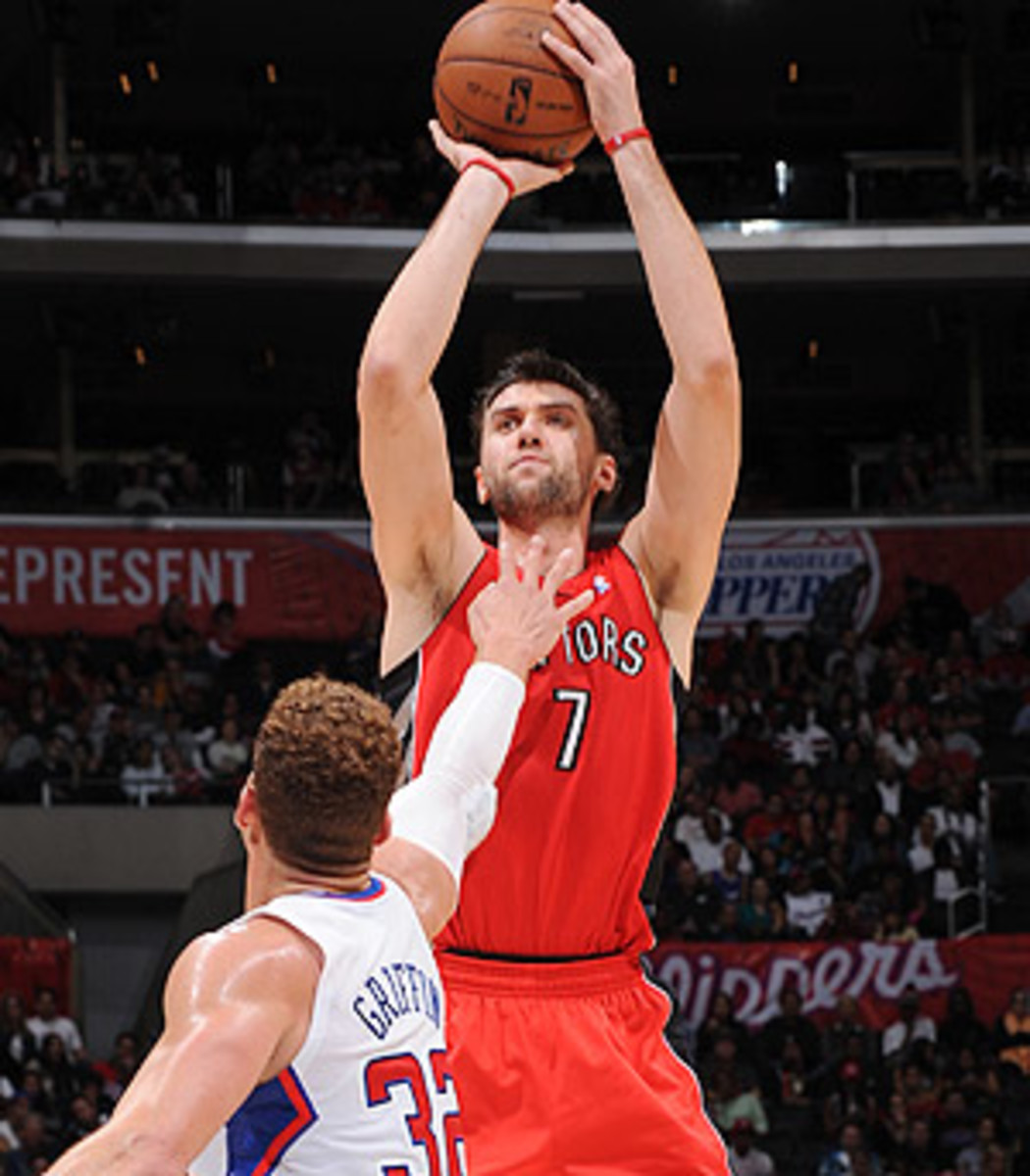 Andrea Bargnani shoots over Blake Griffin
