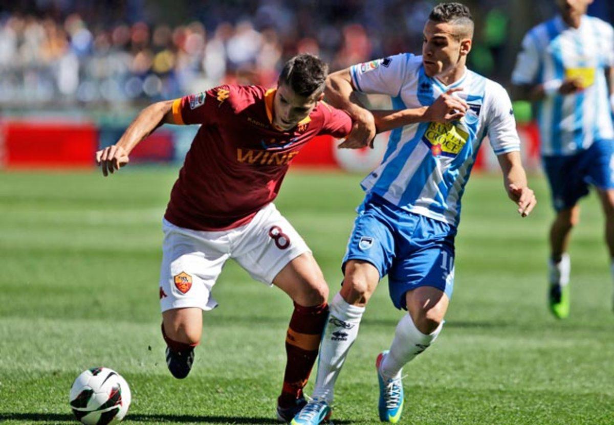 Erik Lamela (left) scored 15 goals in Serie A for AS Roma last season.