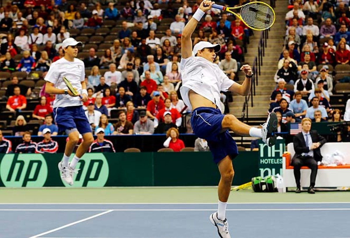 The Bryan brothers and the U.S. got past Brazil in the first round in Jacksonville, Fla.