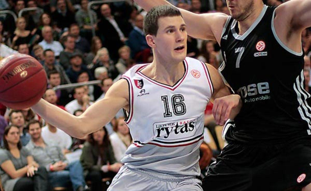Nemanja Nedovic averaged 9.8 points in 10 Euroleague games last season.
